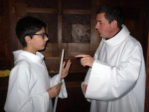 Préparation de la messe avec père Jean Gabriel